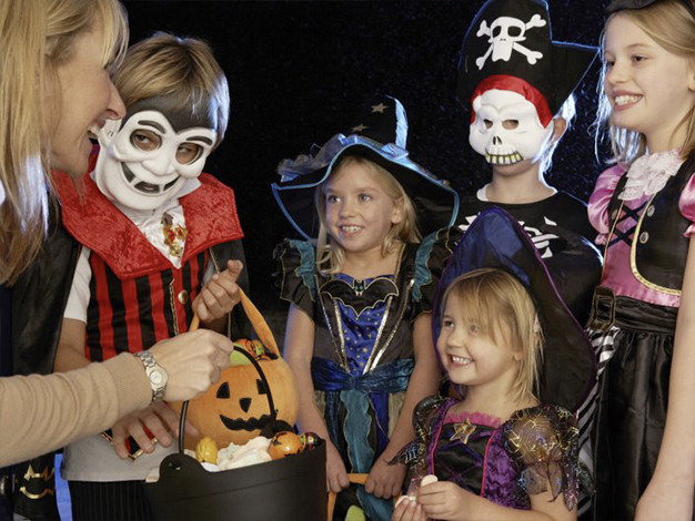 Top 10 Tips for a Safe Family Halloween
